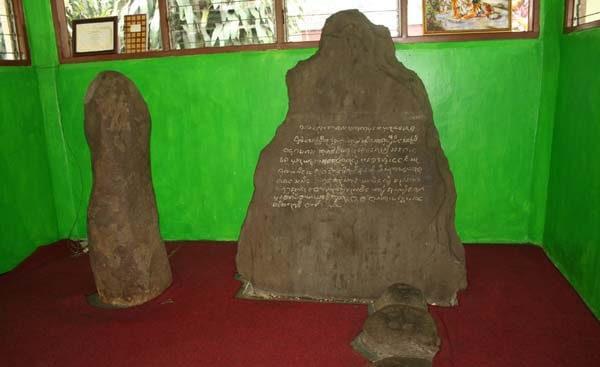 Prasasti Batu Tulis Wisata Bogor
