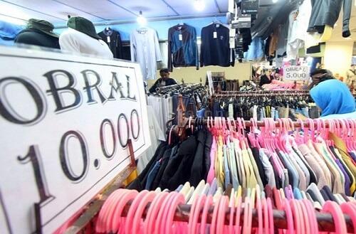 Menjual Pakaian Bekas